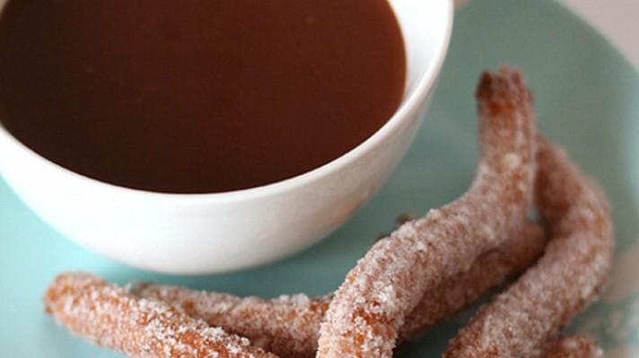 Продълговати бухтички с пудра захар|escape