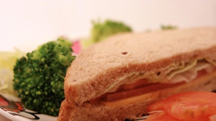 Сандвич със салам и айсберг|escape