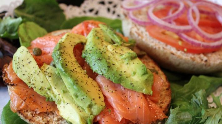 Сандвич със сьомга и авокадо|escape