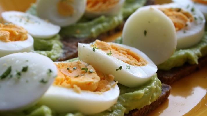 Сандвичи с авокадо и варени яйца|escape