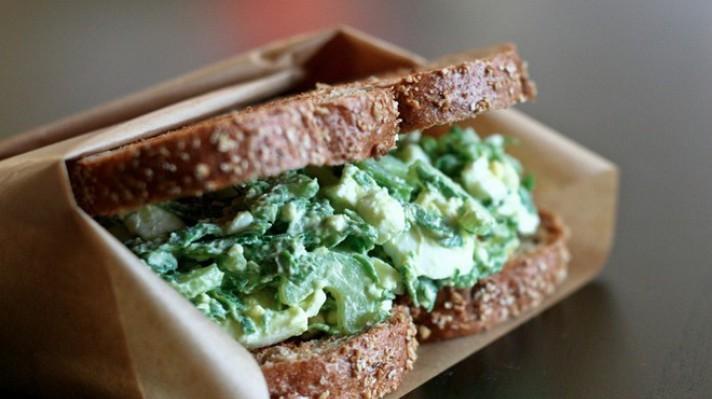 Сандвич със спанак и авокадо