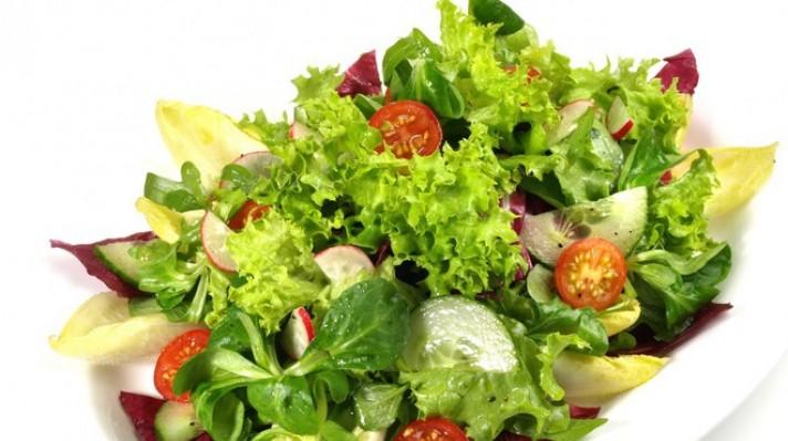 Зелена салата с радичио, краставици и репички|escape