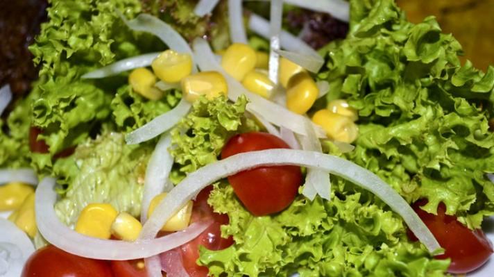 Зелена салата с царевица|escape