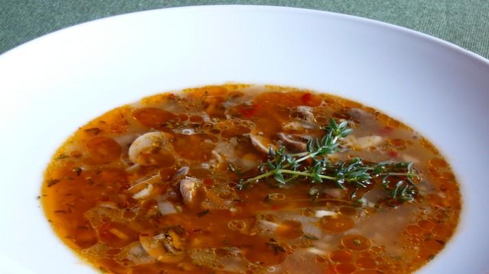 Гъбена супа с целина и мащерка