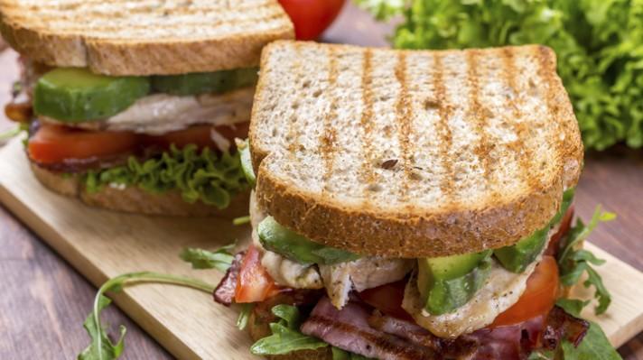 Сандвич с месо и авокадо escape