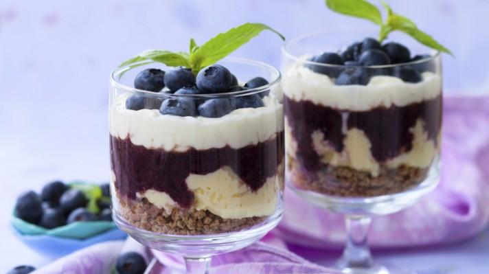 Десерт с боровинки, сладолед и сметана|escape