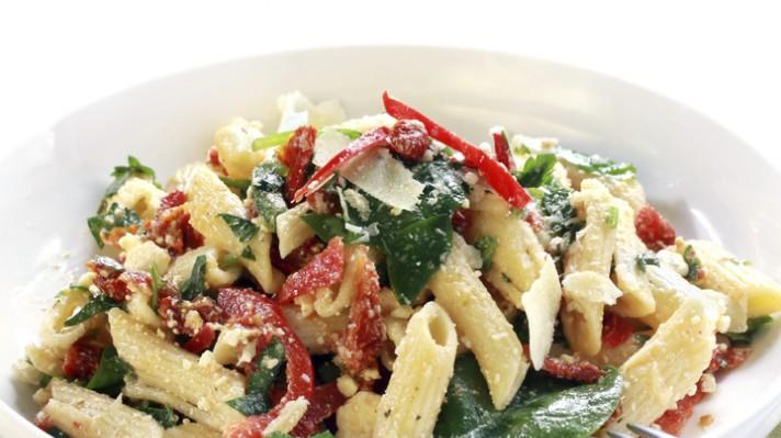 Гръцка салата със спанак и паста|escape