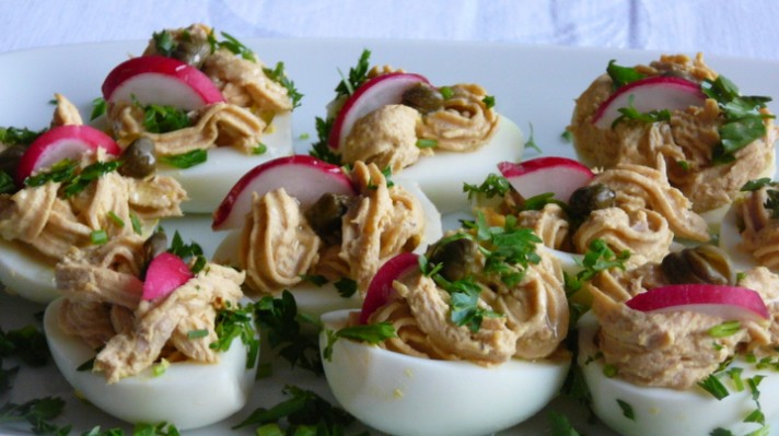 Пълнени яйца с лимон и риба тон|escape