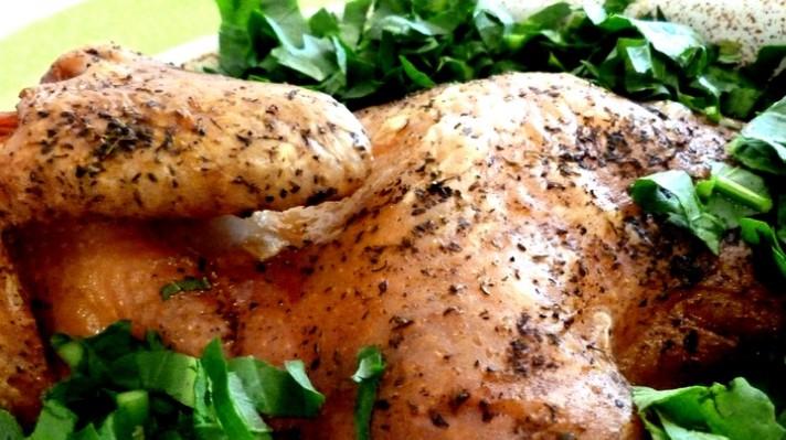 Печено пиле с червено цвекло, моркови и лапад|escape