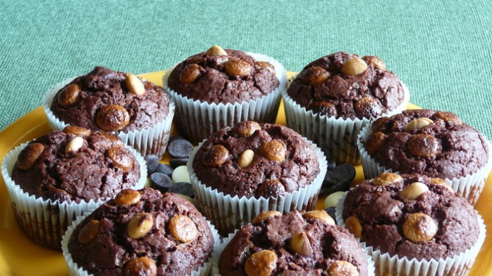 Шоколадови мъфини с бадеми|escape