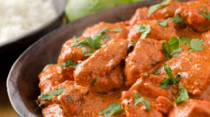 Пиле с доматен сос и подправки|escape