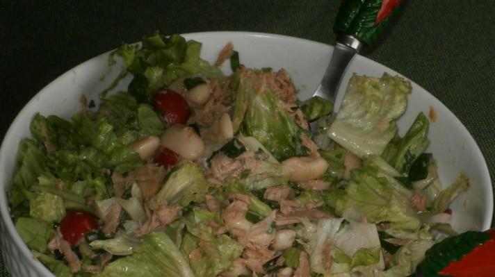 Зелена салата с бял боб и риба тон|escape