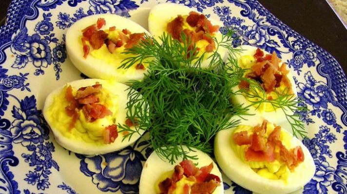 Пълнени яйца с бекон и майонеза|escape