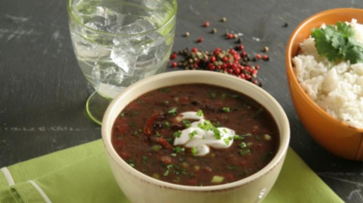 Супа с черен фасул и салца|escape