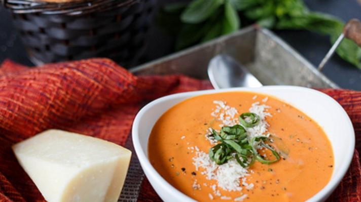 Доматена крем супа с босилек и пармезан|escape