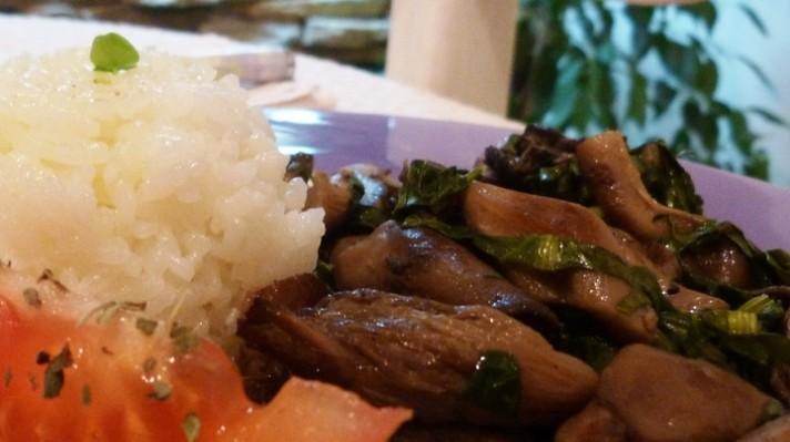 Гъби с ориз и лапад escape