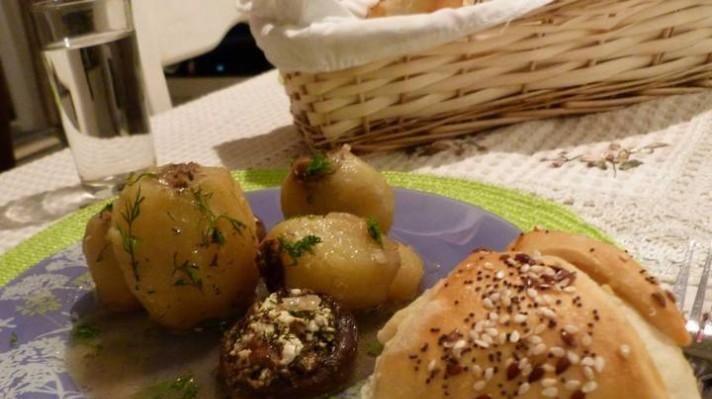 Пълнени картофи с кайма, лук и гъби|escape