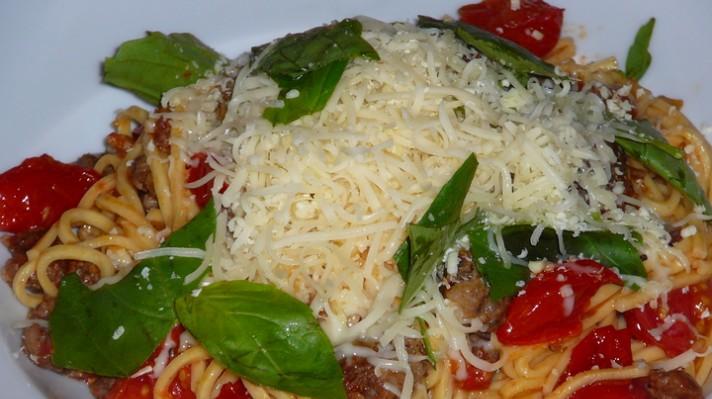 Спагети със сурова наденица|escape