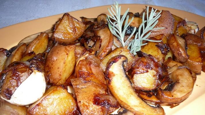 Картофи соте с гъби и вино