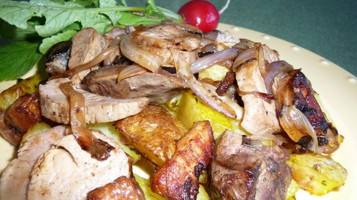 Свинско филе и дробчета с картофи