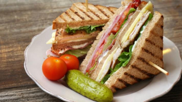 Клуб сандвичи с пуешко филе и бекон|escape