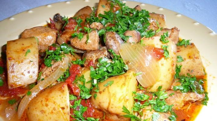 Свински хапки с червени картофи