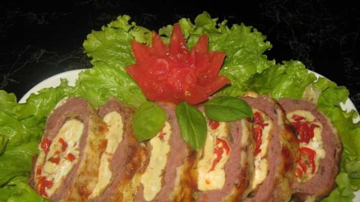 Руло Стефани с омлет с червени чушки и сирене