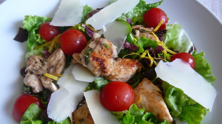 Зелена салата с пилешко бон филе|escape