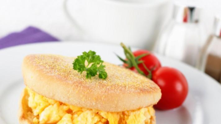 Английски мъфин с бъркани яйца|escape