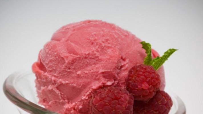 Бърз ягодов сладолед