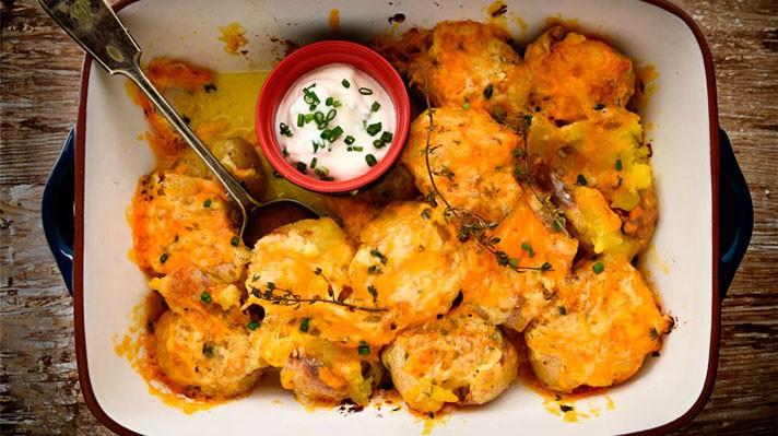 Печени пресни картофи със сирене чедър