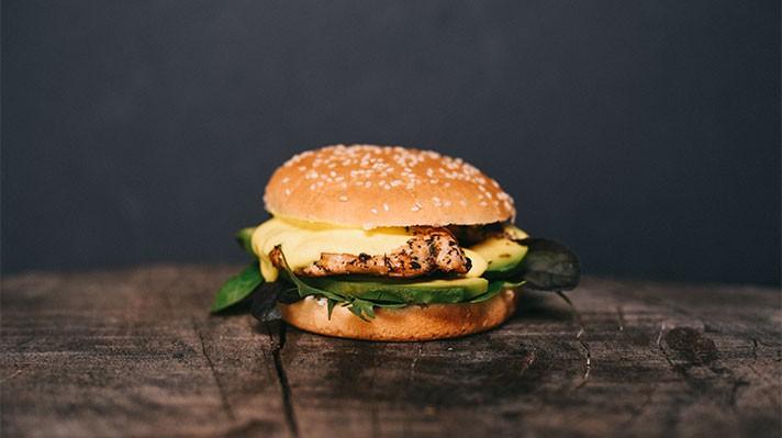 Бургер с пилешко и сос айоли|escape