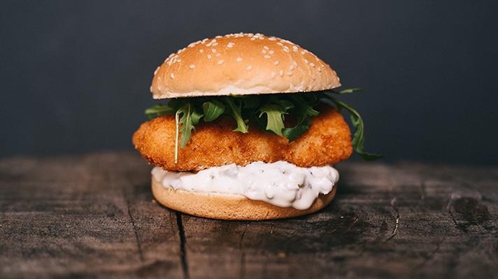 Бургер с риба треска и сос тартар|escape
