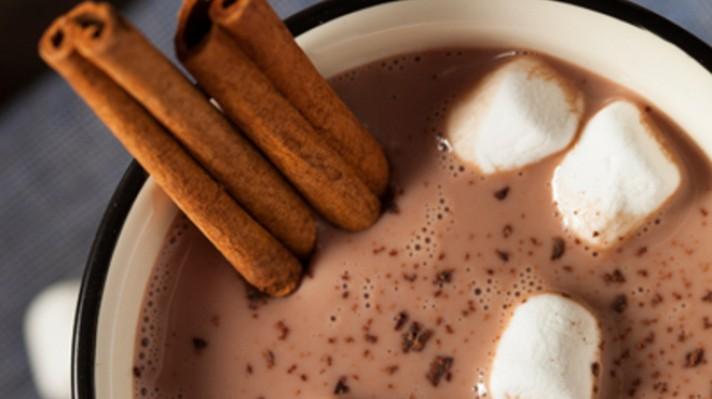 Мляко с какао, канела и маршмелоу|escape