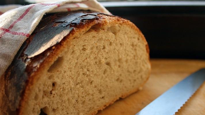 Пълнозърнест хляб с мед escape