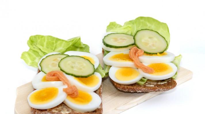Пълнозърнести сандвичи с варени яйца escape