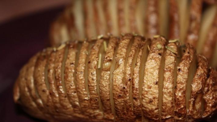Печени пресни картофи с розмарин и масло|escape