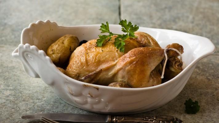 Печено пиле с чубрица и магданоз