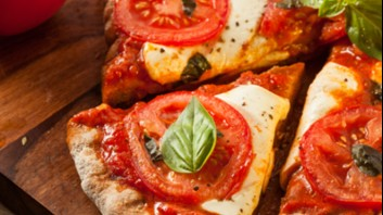 Пица с кетчуп и моцарела