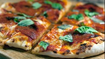 Пица с пикантен салам