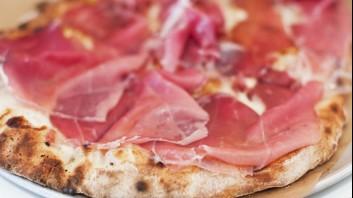 Пица с моцарела и прошуто