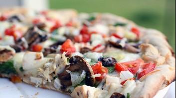 Пица с пиле и чесън