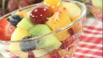 Плодова салата с грозде и пъпеш