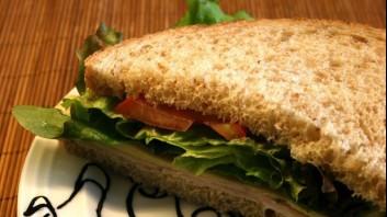 Сандвич с гауда и зелена салата