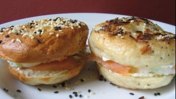Сандвич със сьомга и филаделфия