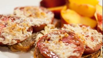 Сандвичи с печени домати и кашкавал