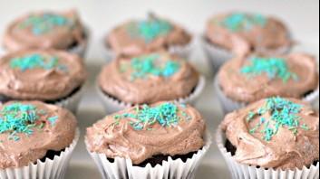 Шоколадови мъфини с маслено-какаов крем