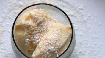Сладолед от праскови с кокосово мляко