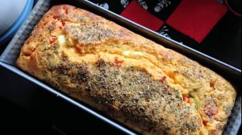 Солен кекс със сирене и сушени домати