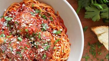 Спагети с доматен сос и  кюфтета
